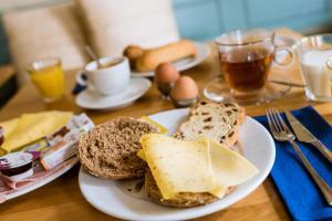Frühstücksoptionen für Gäste der Unterkunft Bij Hen op Ameland