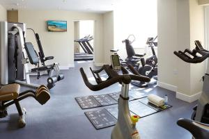 The fitness centre and/or fitness facilities at Red Lea Apartments