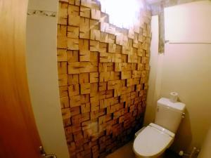 A bathroom at Tomarotto Hostel