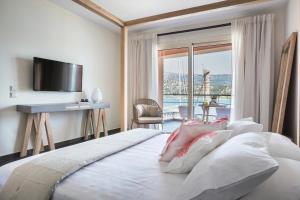 Телевизор и/или развлекательный центр в Argostoli Marina Suites