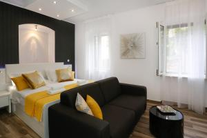 A seating area at Studio Apartman Fictilis