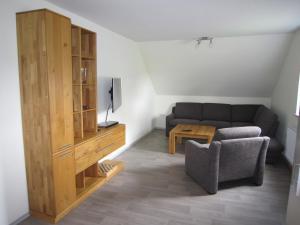 Ein Sitzbereich in der Unterkunft Ferienwohnung Friesenstall