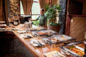 Un restaurante o sitio para comer en Peace Lodge