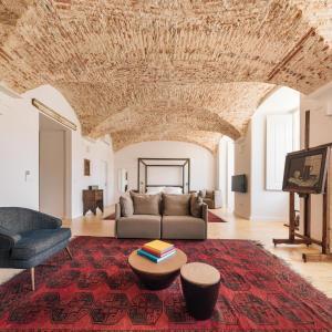 Uma área de estar em The Visionaire Apartments
