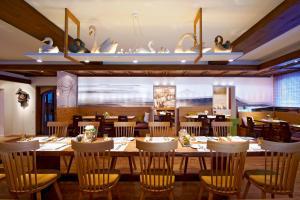 Ein Restaurant oder anderes Speiselokal in der Unterkunft Hotel-Restaurant Schwanen