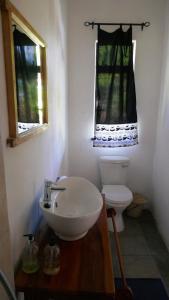 A bathroom at Kamunjila Lodge