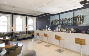 The lounge or bar area at Apex Waterloo Place Hotel
