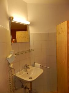 Ein Badezimmer in der Unterkunft Gästehaus ALPENROSE
