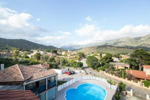 A view of the pool at Hotel Solanas or nearby
