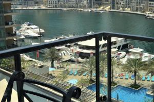 Uitzicht op het zwembad bij Nuran Marina of in de buurt