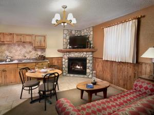 A seating area at Patricia Lake Bungalows