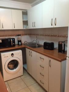 Una cocina o zona de cocina en Departamentos Amoblados La Hermandad
