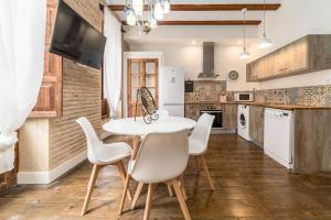A kitchen or kitchenette at My Loft 4 You Ruzafa Style II