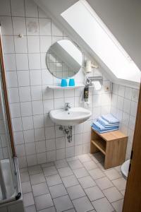 A bathroom at Gasthof zum Ochsen