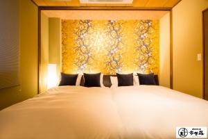 A bed or beds in a room at Konjaku-So Dotonbori Penthouse Stay