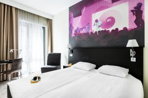 A bed or beds in a room at Comfort Hotel LT - Rock 'n' Roll Vilnius