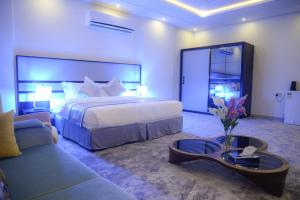Cama ou camas em um quarto em Gardenia Furnished Units