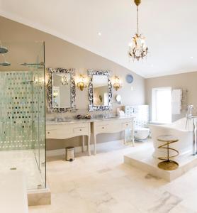 Een badkamer bij Cape Heritage Hotel