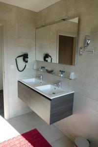 A bathroom at Hotel Monte Cristo