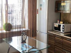 Кухня или мини-кухня в Lenskaya apartment