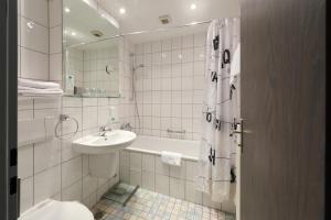 A bathroom at Hotel Schumacher Düsseldorf