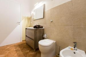 A bathroom at Suite Cagliaritane Notti in centro