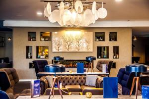 A restaurant or other place to eat at Swindon Blunsdon House Hotel, BW Premier Collection