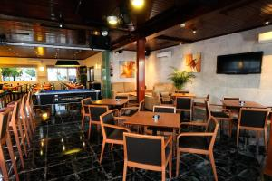 The lounge or bar area at Hotel Complejo Los Rosales