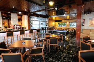 A restaurant or other place to eat at Hotel Complejo Los Rosales