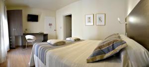 Una cama o camas en una habitación de Abril Hotel Boutique