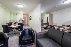 A seating area at Comfort Inn & Suites Goodearth Perth