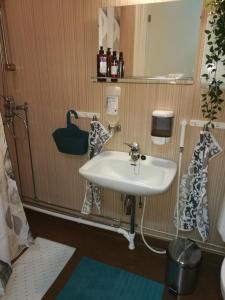 Kylpyhuone majoituspaikassa RBA RentHouse Apartment 1