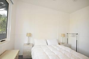 A bed or beds in a room at 45 HALFORD - PET FRIENDLY