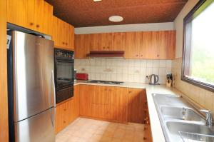 A kitchen or kitchenette at SHANGRI-LA ON SURF PARADE - FREE WIFI!