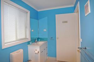 A bathroom at THE ESPLANADE 4 - FREE WIFI & FOXTEL INCLUDED