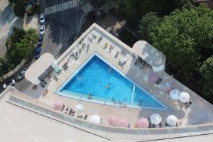 Вид на бассейн в Апарт-отель ApartSochi или окрестностях