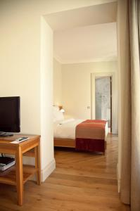 A bed or beds in a room at Tomtom Suites