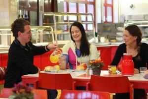 Ein Restaurant oder anderes Speiselokal in der Unterkunft Jugendherberge Berlin - Am Wannsee