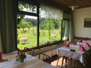 Ein Restaurant oder anderes Speiselokal in der Unterkunft Landhotel Gasthof Eichhof Natters
