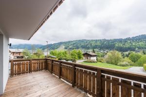 Balcon ou terrasse dans l'établissement Emerald Stay Apartments Morzine - by EMERALD STAY