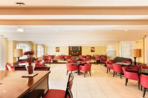 A restaurant or other place to eat at Oasis Hotel