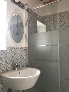 Salle de bains dans l'établissement Il Casalone