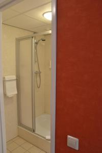 Salle de bains dans l'établissement Fletcher Hotel - Restaurant de Cooghen