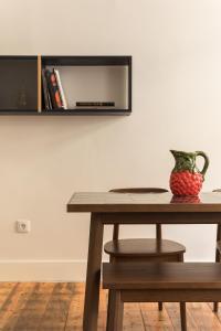 Uma televisão e/ou sistema de entretenimento em The Visionaire Apartments