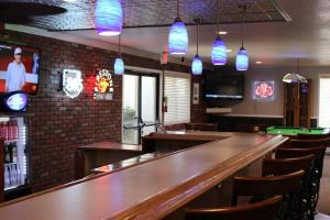 Лаундж или бар в O'Cairns Inn and Suites