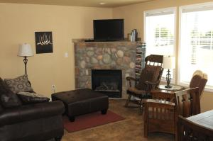 A television and/or entertainment center at Collins Inn & Seaside Cottages