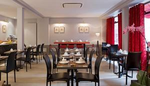 Een restaurant of ander eetgelegenheid bij Turenne Le Marais