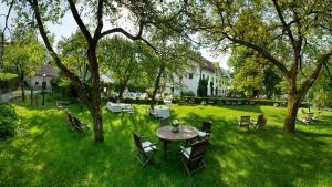 A garden outside Hotel Kendov Dvorec