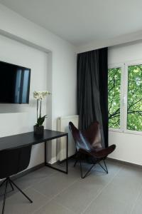 A television and/or entertainment centre at Sir Athens