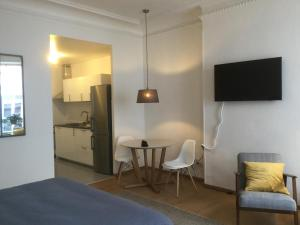 A television and/or entertainment centre at 10 rue Chevalier Roze